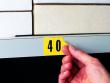 2: Zahlen und Buchstaben (logistische Markierung)